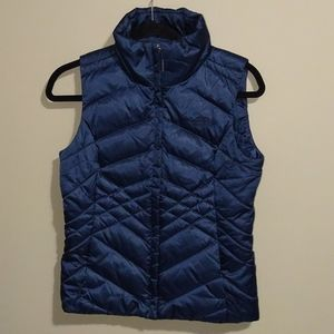 The North Face 550 puffer vest